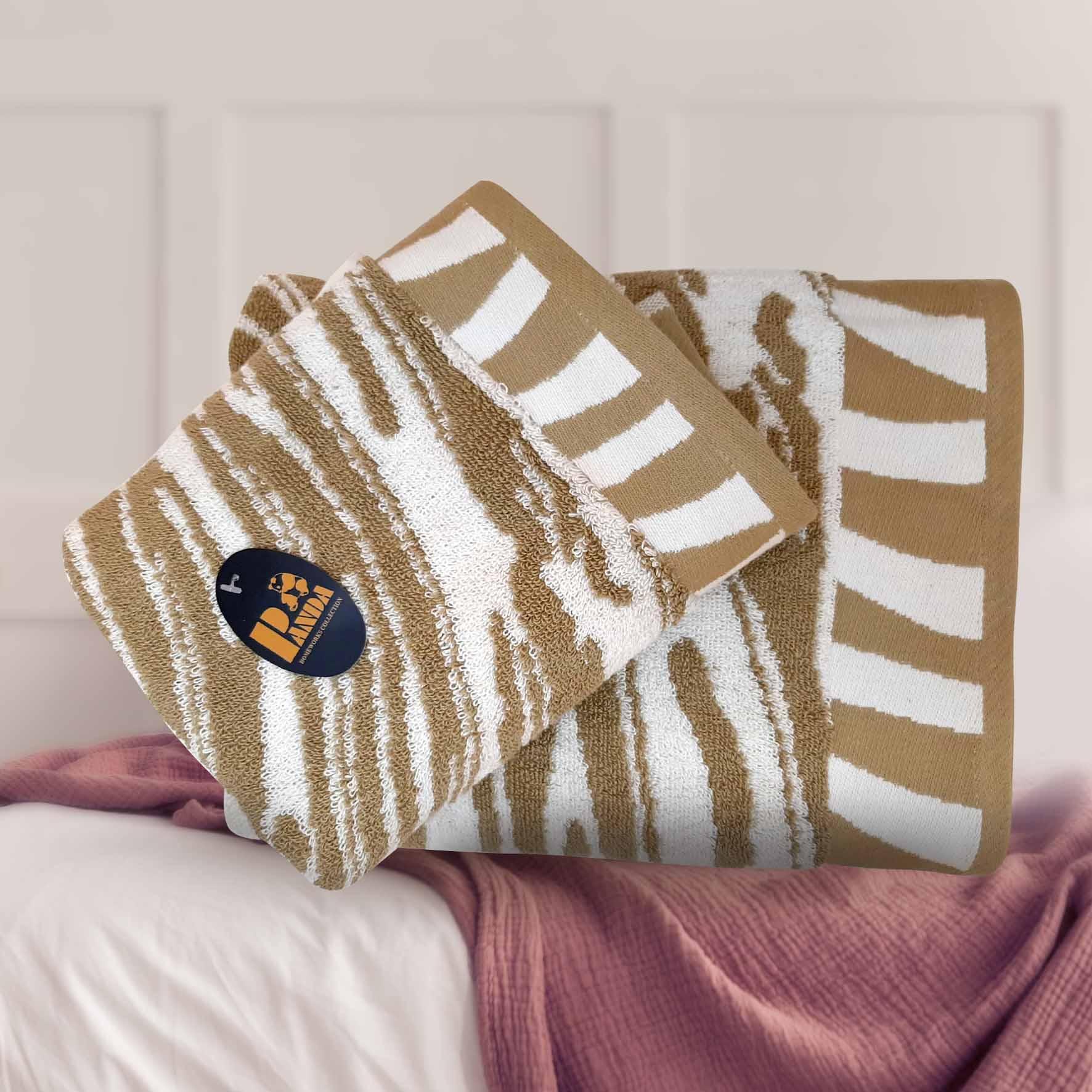 מגבת גולף מבית פנדה צבע בז' זהב