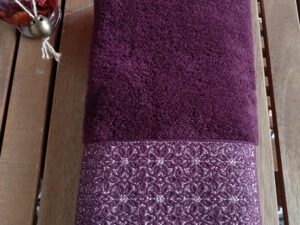 מגבת דגם שייני צבע בורדו