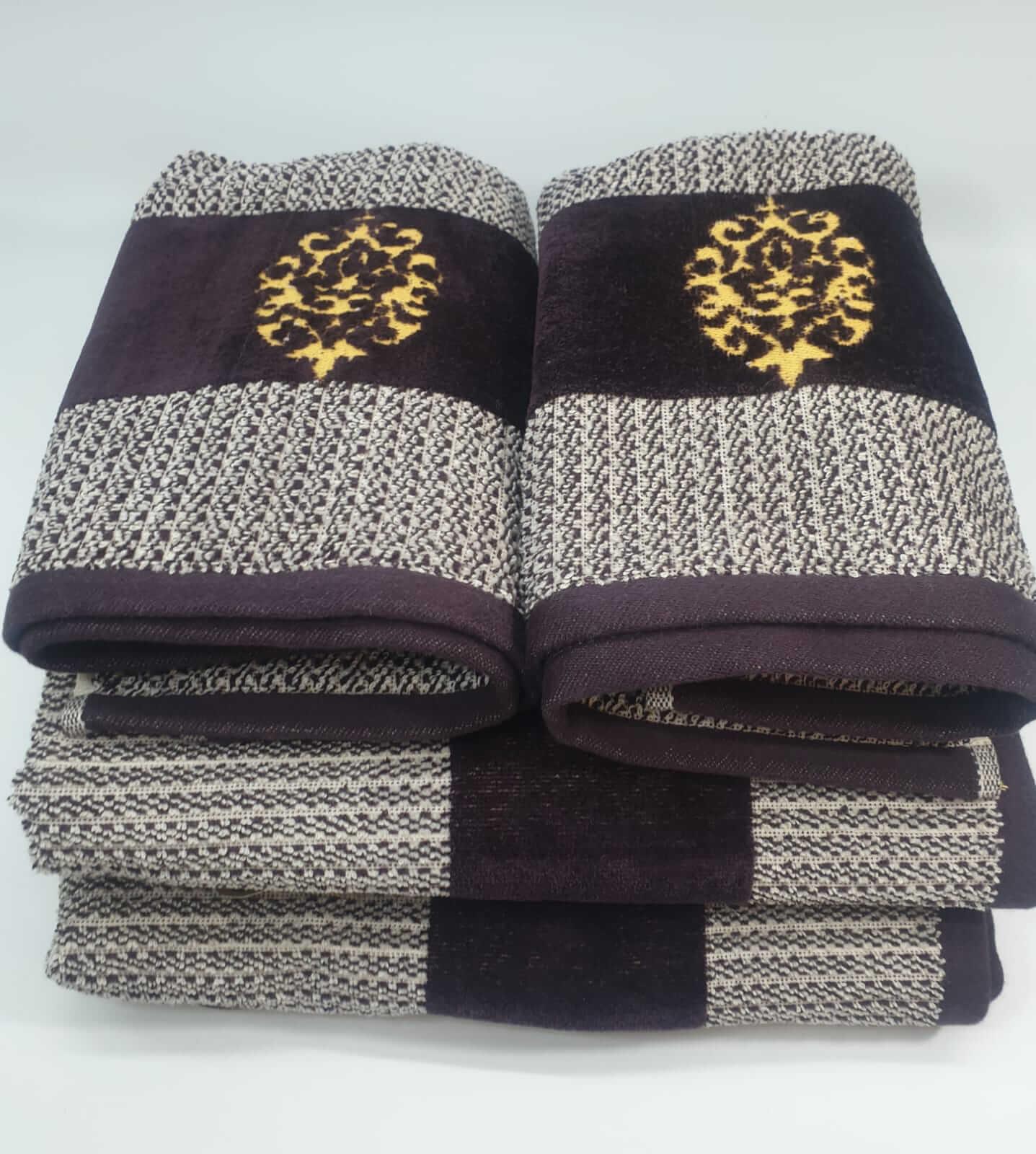 מגבת דגם מדליה בורדו