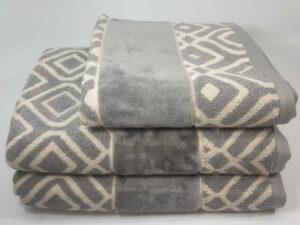 מגבת דגם ריבועים אפור