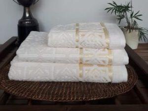 מגבת דגם סבונה קרם